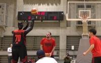 В Японии робот обыграл человека в баскетбол (видео)