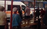 Кровавая разборка в Запорожье: мужчина выстрелил женщине в живот после конфликта в трамвае