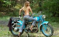 Тачки, байки и девушки в джинсах (ФОТО)
