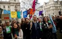 Британский парламент объявил чрезвычайную ситуацию в стране