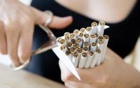 Украинцы массово бросают курить