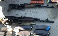 СБУ задержала торговцев оружия из армейского склада
