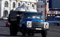 Сотни тонн снега везут из Карпат в Киев