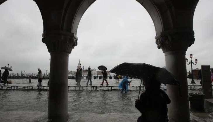 Паводок вВенеции достиг критического уровня изатопил весь исторический центр города