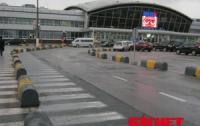 В «Борисполе» идет борьба со льдом на взлетных полосах и самолетах