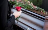 Молодожены решили похоронить свою тетушку прямо на свадьбе