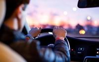 Как вести себя водителю при остановке авто во время военного положения