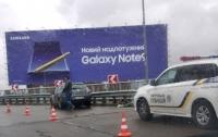 В Киеве Uber с пассажиром влетел в отбойник