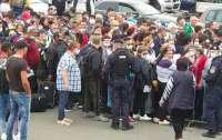 Тысячи граждан соседней страны стали