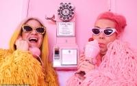 Подруга одержимой розовым женщины помешалась на желтом