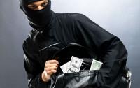В Киеве возле банка преступники отобрали у мужчины более полумиллиона гривен