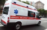 Неизвестный зачем-то бросал камни в машину скорой помощи