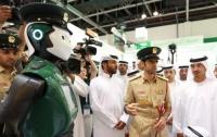 Каждый четвертый полицейский в Дубае будет роботом (видео)