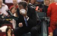 Канадский теннисист со злости запустил мяч в лицо судьи