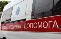 Днепрянин разбил окно в трамвае и камнем покалечил женщину