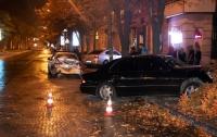 ДТП в Днепре: Lexus столкнулся с Daewoo и снес дерево