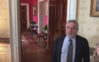 Де Ниро и Том Хэнкс притворились манекенами в Белом доме (ВИДЕО)