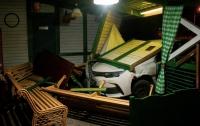 ДТП в Киеве: такси влетело в ресторан