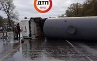 Под Киевом перевернулась автоцистерна с аммиаком