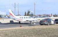 Во время посадки на автостраду у самолета отпал кусок крыла (видео)
