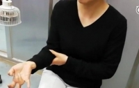 Девушке парализовало пальцы из-за смартфона