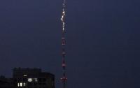 Появилось видео удара молнии в киевскую телебашню