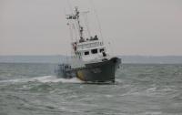 Украинские пограничники спасли экипаж буксира, терпевшего бедствие в Черном море