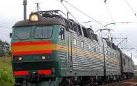 На Приднепровской железной дороге хулиганы попали камнем в глаз машинисту