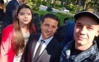 Несколько освобожденных моряков пригласили Зеленского на свои свадьбы