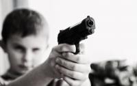 На Днепропетровщине 10-летний мальчик застрелил двухлетнюю сестру