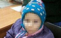 Пьяная мать выгнала голого ребенка на мороз