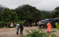 В Таиланде спасли из пещеры всех детей и тренера