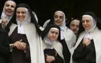 Первую книгу о «моде для монашек» продадут с аукциона