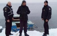 Под Херсоном подростка унесло на льдине на 2 км от берега