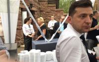 Зеленский объявил о готовности общаться с любыми журналистами и назначил встречу на рынке
