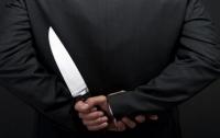 На харьковском кладбище грабитель вонзил нож в женщину