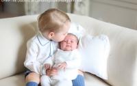 Британская принцесса Шарлотта и принц Джордж (ФОТО)