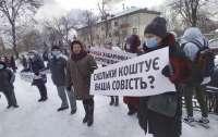 В Житомире участники акции против повышения тарифов ворвались в облсовет