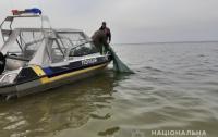 Отец и сын застряли в море