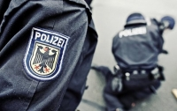 В Гамбурге мужчина зарезал бывшую жену с ребенком и сам вызвал полицию