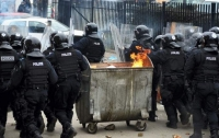 Столкновения с полицией со стрельбой происходят в центре Европы