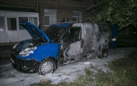 В Киеве ночью сгорел автомобиль: подозревают поджог (видео)