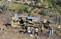 В Мексике автобус с 40 паломниками вылетел в пропасть (ВИДЕО)
