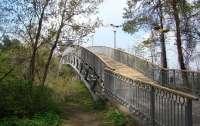 В Черкассах мужчина спрыгнул с Моста любви и разбился насмерть