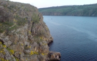 В Запорожье мальчик сорвался в реку со скалы