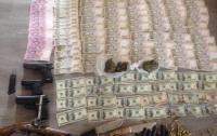 В Киеве разоблачили бордель, где изъяли оружие, наркотики и деньги