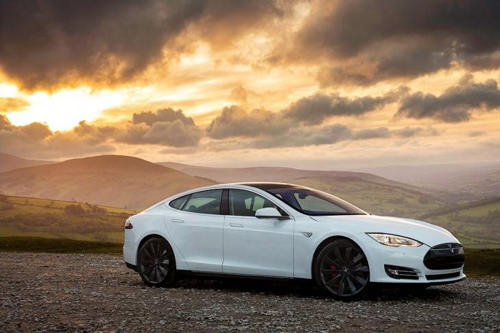 900 километров без подзарядки: именно такой результат продемонстрировал электрокар Tesla Model S