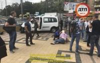 В Киеве столкнулись два автомобиля и влетели в пешеходов, есть погибший