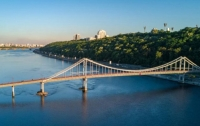 В Киеве рухнул пешеходный мост (видео)
