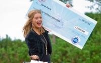 Британка, выигравшая 1 млн фунтов, хочет подать в суд на лотерею за сломанную жизнь